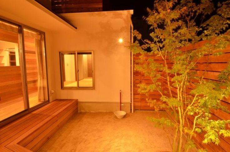 アウトドア事例:中庭-照明が演出する素敵な空間(『西条の家』中庭のある家)