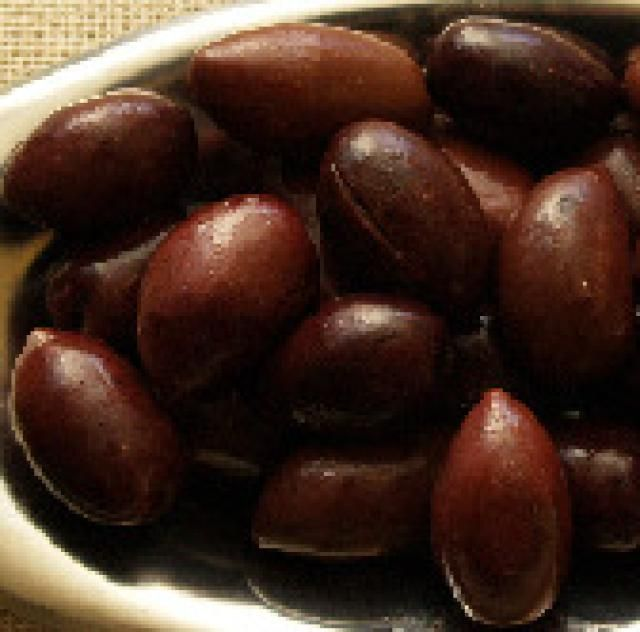 5 Ways to Cure Your Own Olives: Kalamata olives