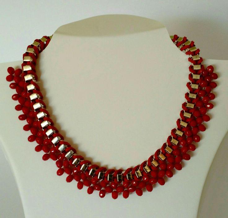 Collar hecho a mano con cadenas, cuero y cristales facetados rojos. único. petitsac CL $ 18.000