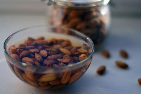 Вот почему орехи обязательно нужно замачивать перед употреблением!