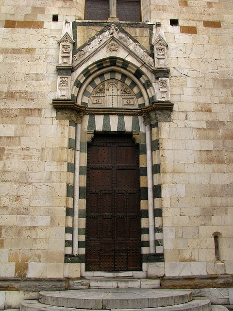 Gothic door, Cathedral of Prato, Italy