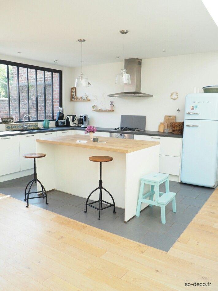 frigo smeg et peinture sur le tabouret ikea pour ma. Black Bedroom Furniture Sets. Home Design Ideas