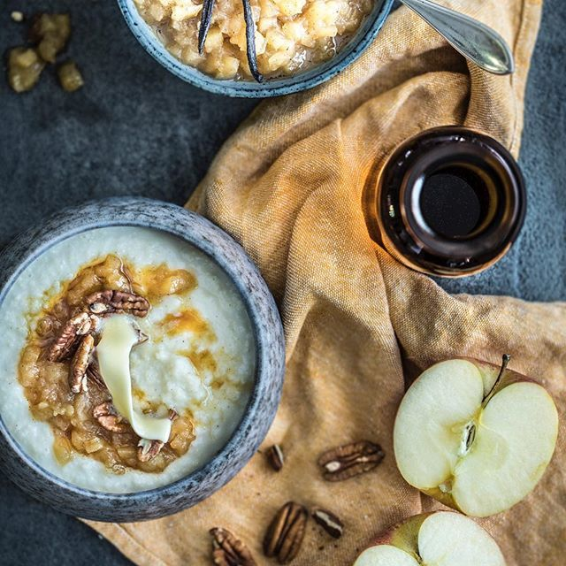 A jeste jedna kaše pro tento podzim. Uz na vas čeká na blogu a dočtete se tam, proč jsou Jahly tak zdravé a významné v jídelníčku malých deti. #jahly #kase #jahelnakase #kitchenettehome #apple #autumnporridge #milletporridge #millet #maplesirup