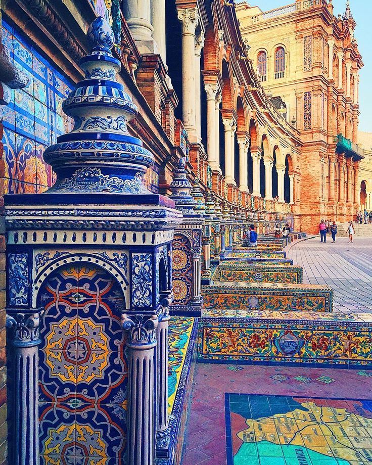 🇪🇸 Details of Plaza de España (Seville, Spain) by @serentripidy 🏙