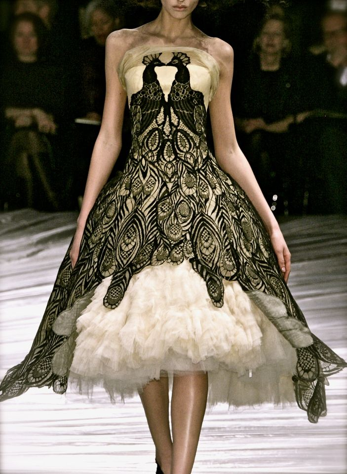 Alexander mcqueen model runway haute couture couture for High fashion couture
