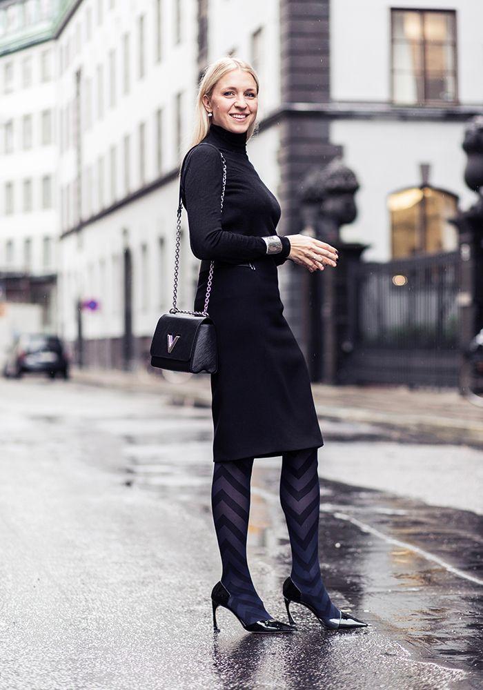 """Brt  Ett perfekt sätt att bryta av en helsvart outfit är att styla den med mönstrade strumpbyxor - stylingknepet som ger den något damiga pennkjolen, eller den klassiska """"lilla svarta""""..."""