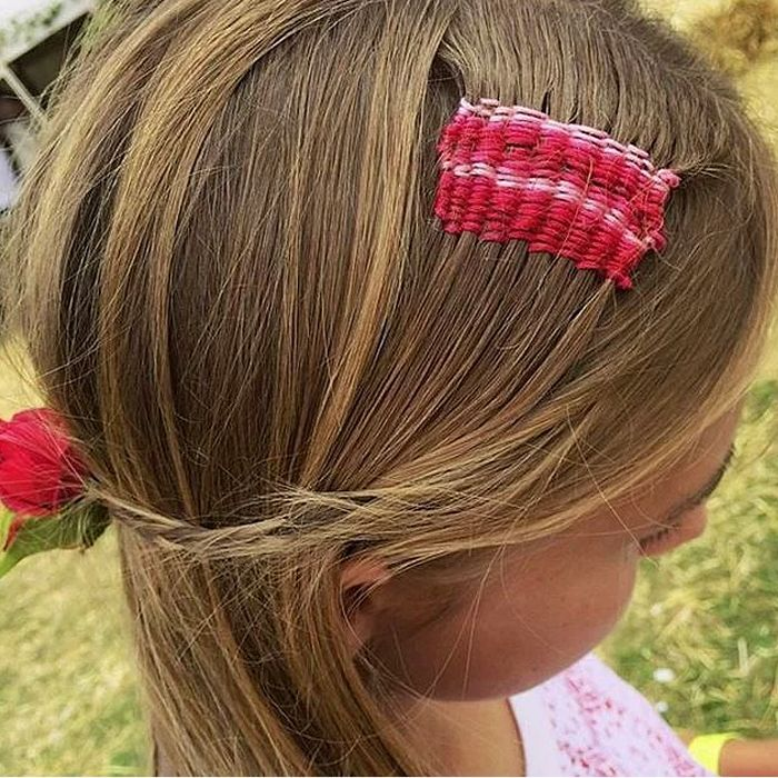 renkli iplerle saç dokuması