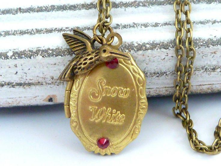 """Süße Märchen Medaillon Halskette  """"Snow White"""" von Schmuckdesign-Onlineshop auf DaWanda.com"""