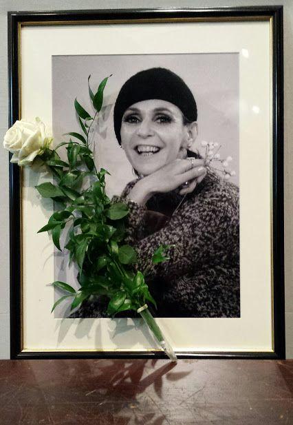 Psota Irén (1929-2016) a Nemzet Színésze címmel kitüntetett, kétszeres Kossuth- és kétszeres Jászai Mari-díjas magyar színművésznő, érdemes és kiváló művész, a Halhatatlanok Társulatának örökös tagja.