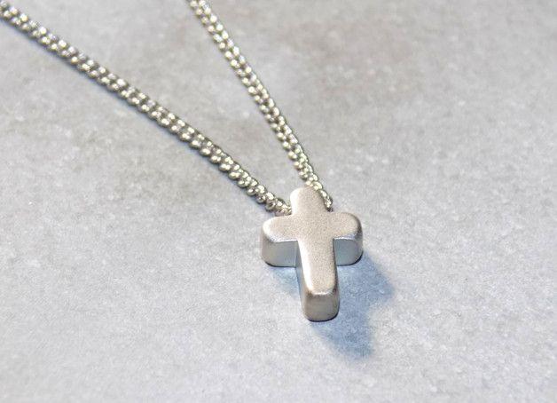 """""""**cross**"""" - zarte Kette mit Kreuz-Anhänger  das einfache fließende Design macht die Kette zu einem echten Blickfang  DETAIlS: Kette: ca. 42cm (verstellbar) Kreuz: ca. 5 x 10 mm Material:..."""