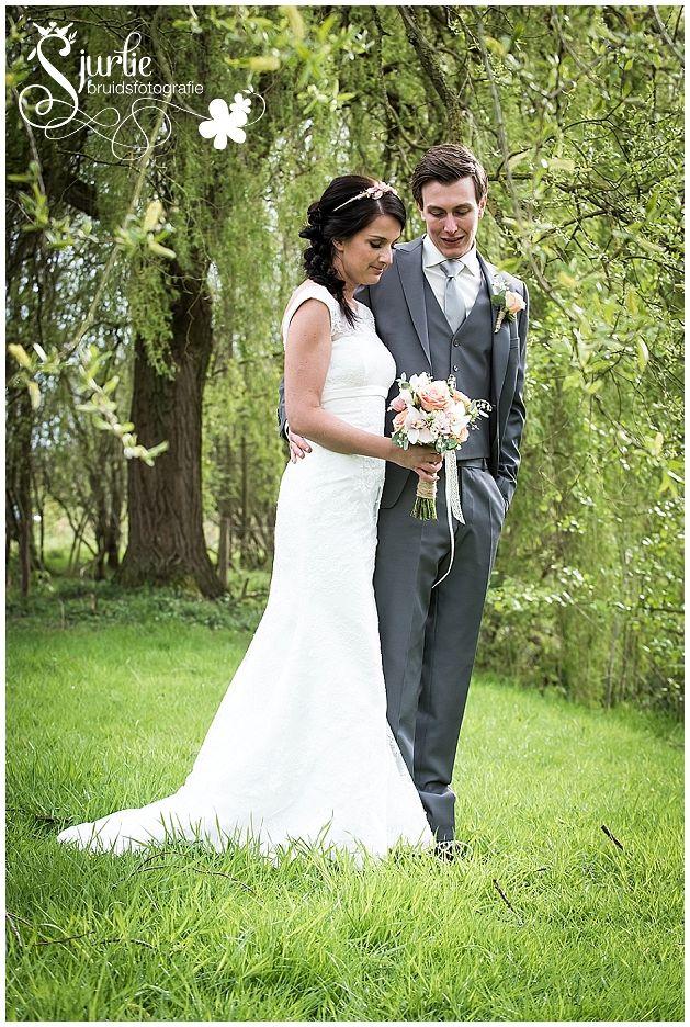 #coxdesign #styledshoot #vintage #schinvelderhoeve #sjurliefotografie #doubleface #peach #lace # biejdetant #enjoyfeestballonshop #entertainmentcompany #outdoors #orchid #pink #pastel #rose #lilyofthevalley #grey #white #jacquetje #loveliciouscakes #ottelien #bridemaid #flowergirl #cute #sweet #bruid #bride #groom #bruidegom #bruidsmeisje #spitze #kant #bruidsjurk #trouwen #wedding #schinveld #zuidlimburg #jezalermaarwonen #orchidee #leliederdalen #orchidee #roos #roze #bruidsboeket #corsage