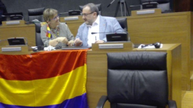 La bandera republicana ondeará en la fachada del Parlamento navarro el 14 de abril. La iniciativa ha sido apoyada por EH Bildu, Podemos y PSN.