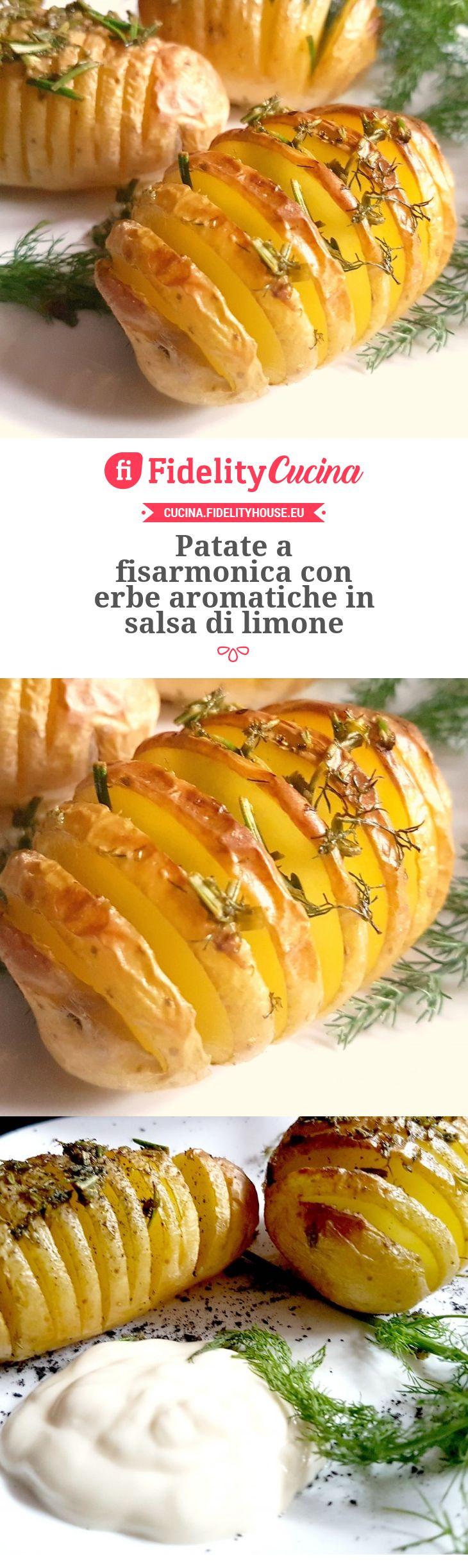Patate a fisarmonica con erbe aromatiche in salsa di limone