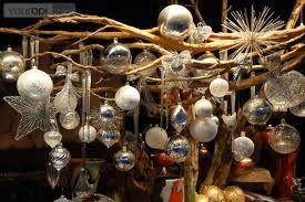 kerstdecoratie takken met kerstballen