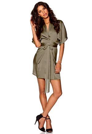 KARMEN KIMONO DRESS fra Bubbleroom. Om denne nettbutikken: http://nettbutikknytt.no/bubbleroom-no/