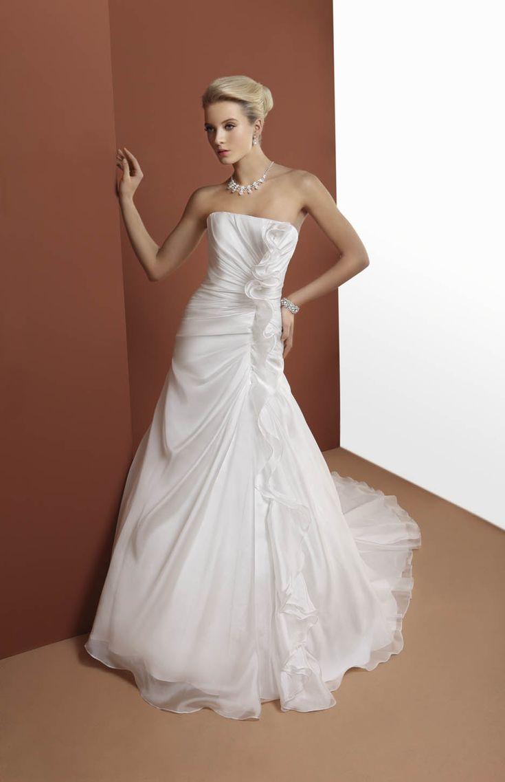 abito da sposa con drappeggio  www.protagonisti.it