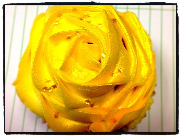 Gold rose cupcake