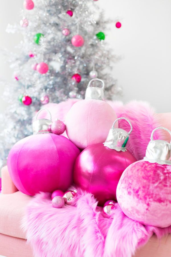 DIY Ornament Pillows | studiodiy.com