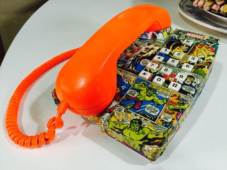 Telefone decorado com banda desenhada da Marvel