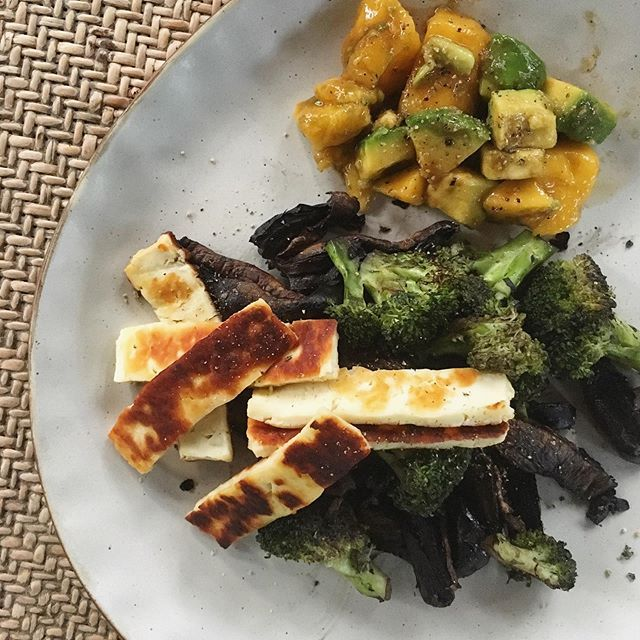 An easy dish that does not disappoint – ▫️ broccoli and sautéed mushrooms …  – Nutrition