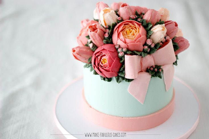 Learn how to make a flower gift box cake in this online cake class.  Learn how to make buttercream tulips and peonies and a buttercream bow. Yes, all in buttercream by Make Fabulous Cakes.