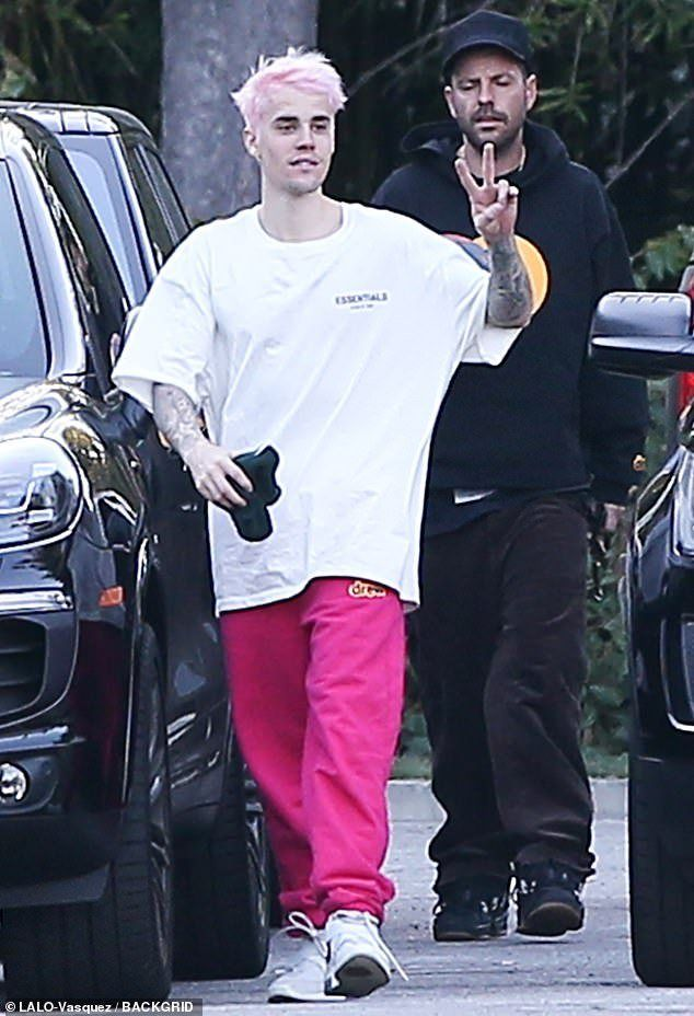 Pin By Nnn News On Justin Bieber In 2020 Justin Bieber Pink Hair Cotton Candy Pink Hair
