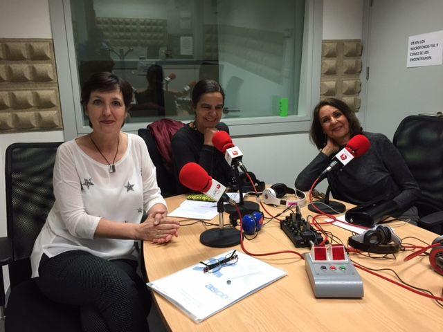 Miércoles 19 de abril de 2017. La escritora Ana María Royo y Ascensión Hernández, presidenta de ASCOL, Asociación contra la Leucemia y Enfermedades de la Sangre acompañan a Nona en esteprograma.
