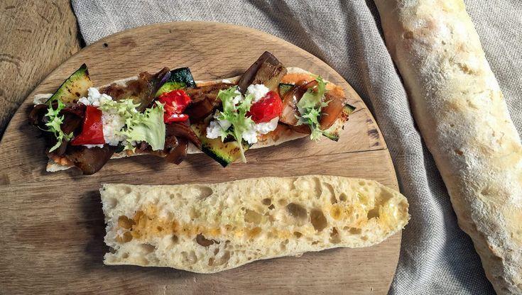 Panino vegetariano con ricotta, zucchine e crema di ceci | iFood