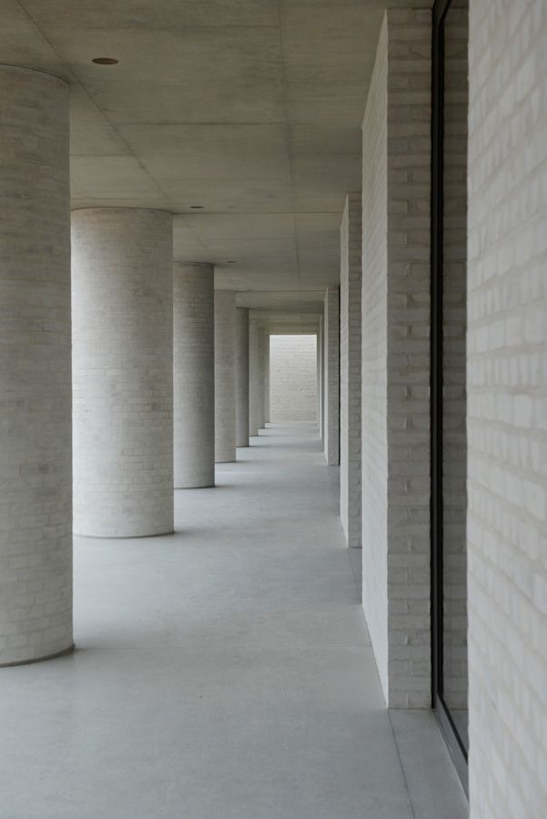 David Chipperfield, Fayland House, Buckinghamshire, 2013. Lightly rendered light brick, concrete, form.