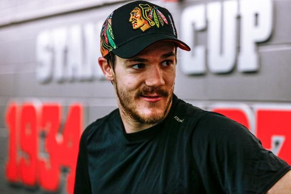 Andrew Shaw loves his new Stanley Cup Playoffs hat! #BlackhawksStore