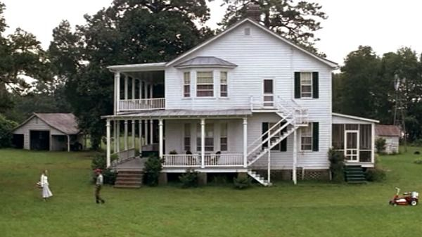 """The porches of the house from """"Forrest Gump""""   hookedonhouses"""