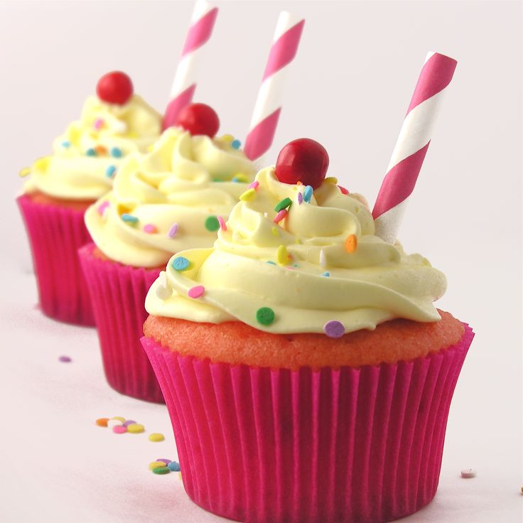 Strawberry Lemonade Cupcakes ~ the yummiest treat!