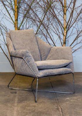 Poltrona in lino grigia-iron and linen armchair  http://www.griffegenova.com/Griffe_Home/Divani_pint_new.html