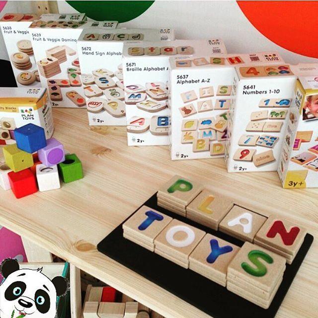 G-Ü-N-A-Y-D-I-N P-A-Z-A-R-T-E-S-İ.Bu alfabe setiyle çocuğunuzun temel becerileri geliştirebilirsiniz.Ìki taraflı ahşap bloklar, 26 büyük harf ve kelimelere karşılık nesnelerin resimlerini içeriyor.Kelimeleri parmağınızla takip edin ve kelime dağarcığınızı genişletin! 2 YAŞ VE ÜZERİ