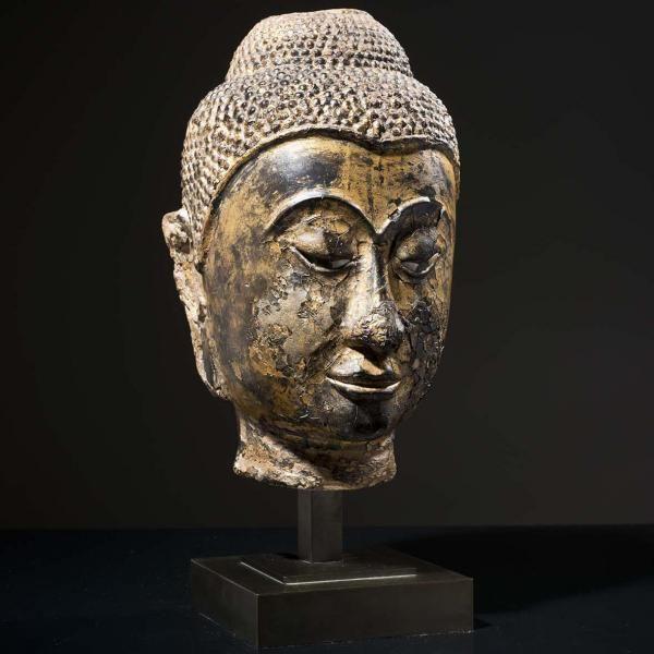 """THAÏLANDE - XVIe siècle - Tête de bouddha en grès laqué or et noir - les yeux[...], mis en vente lors de la vente """"Art d'Asie"""" à Piasa   Auction.fr"""