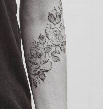 Na hora de colocar um desenho na pele, as tatuagens de flores são uma forma de levar para um mundo um pouco mais daquilo que é belo