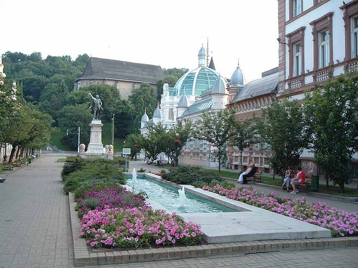 Miskolc, Erzsébet space and Avas church