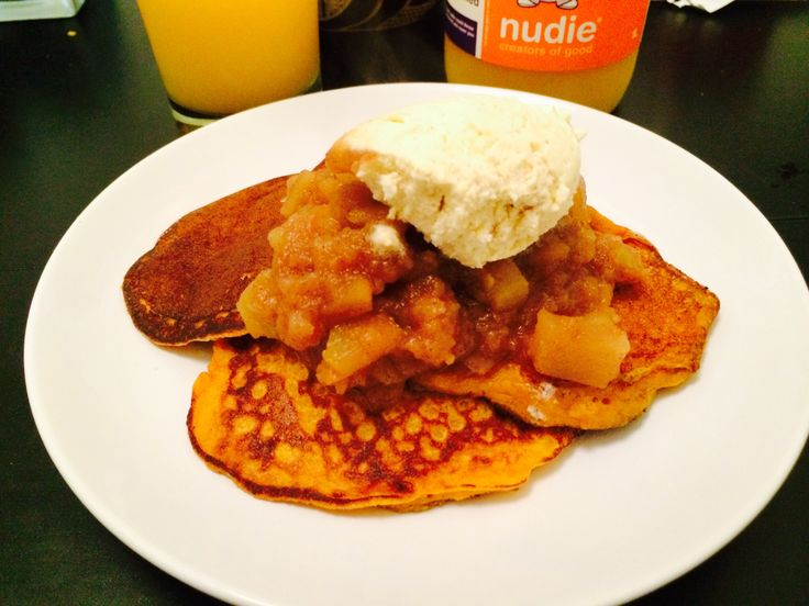 Pumpkin ricotta pancakes, apple compote, fresh whipped cream and a true heroine.