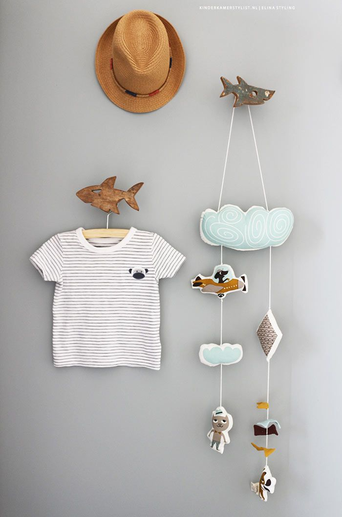 #Babykamer styling #Muur idee! Baby #mobile | Kinderkamerstylist / Elina Styling
