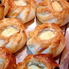 Qassatat from Malta: Ricotta cheese in a perfect pastry basket.