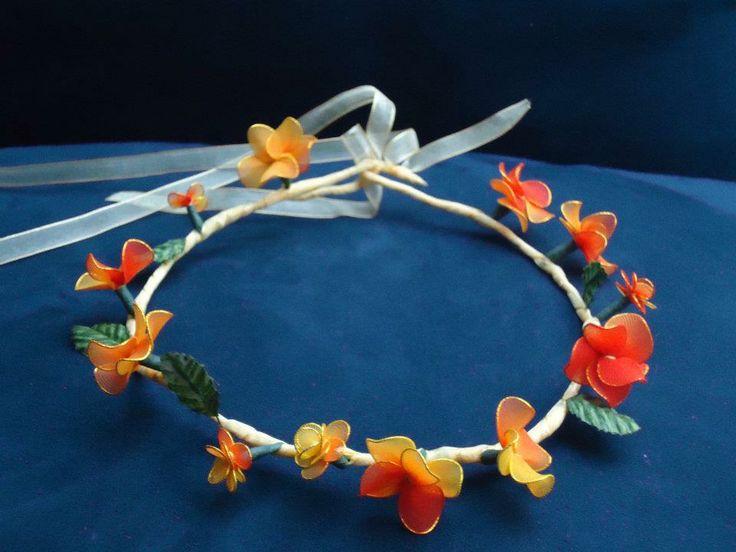Coroncina fatta a mano con fiori arancio in filanca setata e tulle per cerimonie e occorrenze speciali