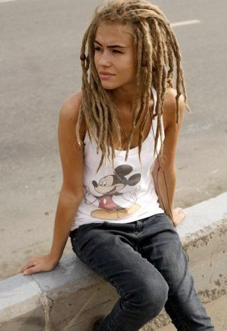 i quite like the whole 'short dreads' thing for a change, it's quite cute