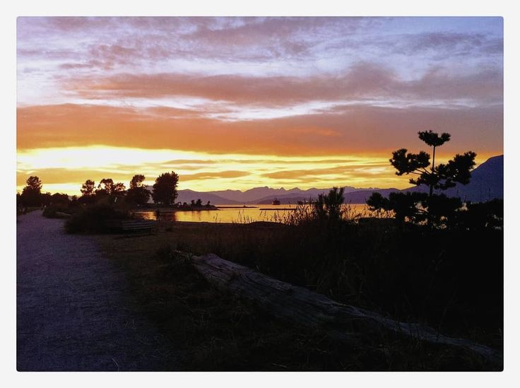 Weekday sunsets at Jericho Beach. Peaceful solemn and just colourful enough.