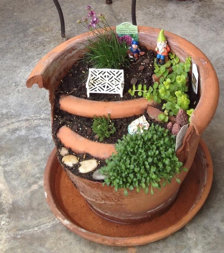 Exceptionnel Fairy Garden Made From A Broken Terra Cotta Pot.