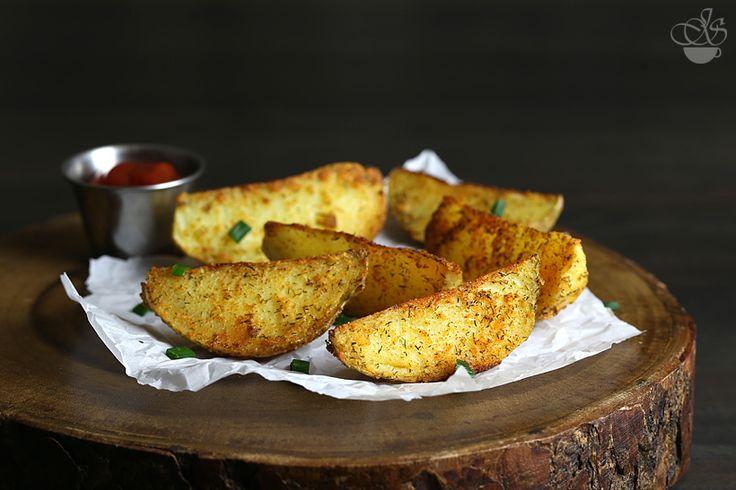 Хрустящий картофель, запеченный дольками, да прямо из духовки - всегда желанный гость на столе. Только вот печется он не так быстро, как хотелось бы...Но это не…