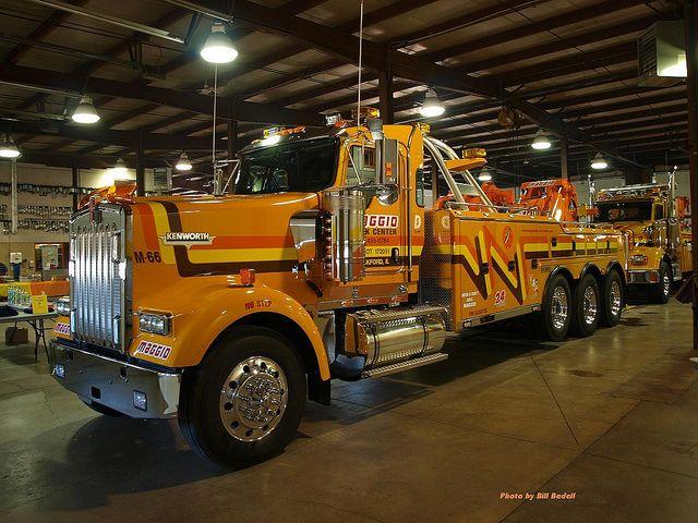 Maggio Truck Center, Rockford IL - Kenworth W900 w/ Century 50 ton