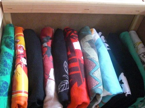 How to fold a T-shirt vertically | Unfuck Your Habitat. The better way to fold and store t-shirts -- you can see exactly what you're grabbing, and removing one doesn't cause the drawer to collapse.