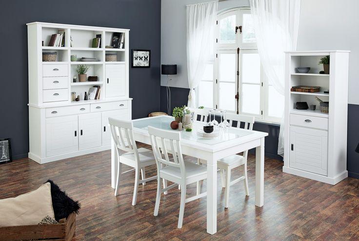 Interiorul duce cu gandul la povestile copilariei, iar albul confera o eleganta aparte   #kikaromania #decoratiuni #accesorii #living #dining #alb #romantic #lemn #alb #mobilier #toamna #linii #masa #dulap