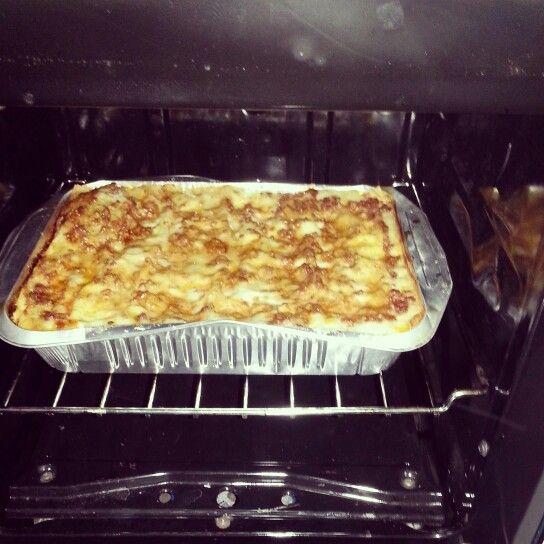 lasagne alla bolognese:pasta con ragù di carne e besciamella