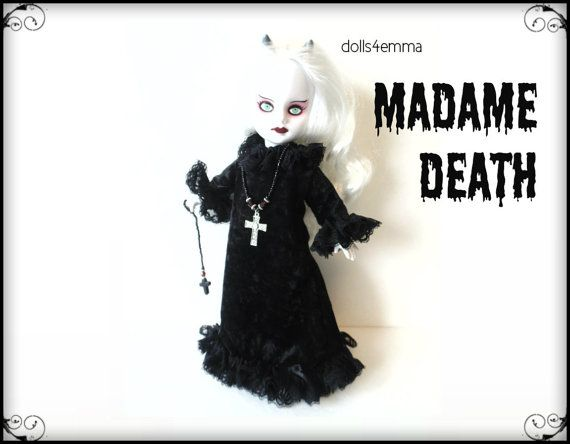 Living Dead Pop Goth kleding - MADAME DOOD Goth Gown Cross halsketting schedel Ornament - handgemaakte Custom mode - door dolls4emma
